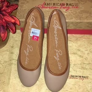 *New* American Rag nude / taupe flats in size 9.5